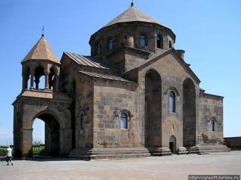Церковь Святой Рипсимэ в Эчмидзиане (фото из Интернета)