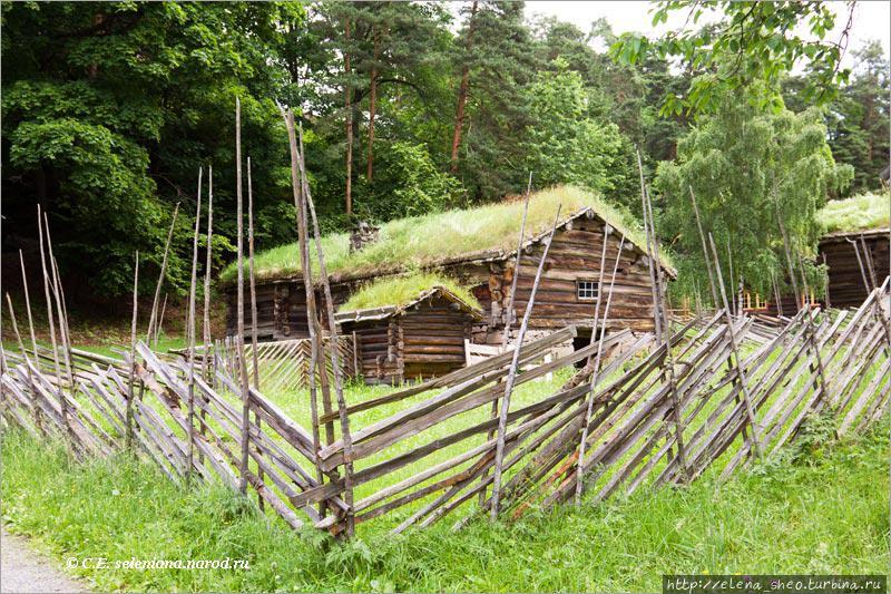 9. Такой тип ограды встречается не только в Норвегии. Правда, я бы сказала, что эта конкретная ограда сделана несколько небрежно.