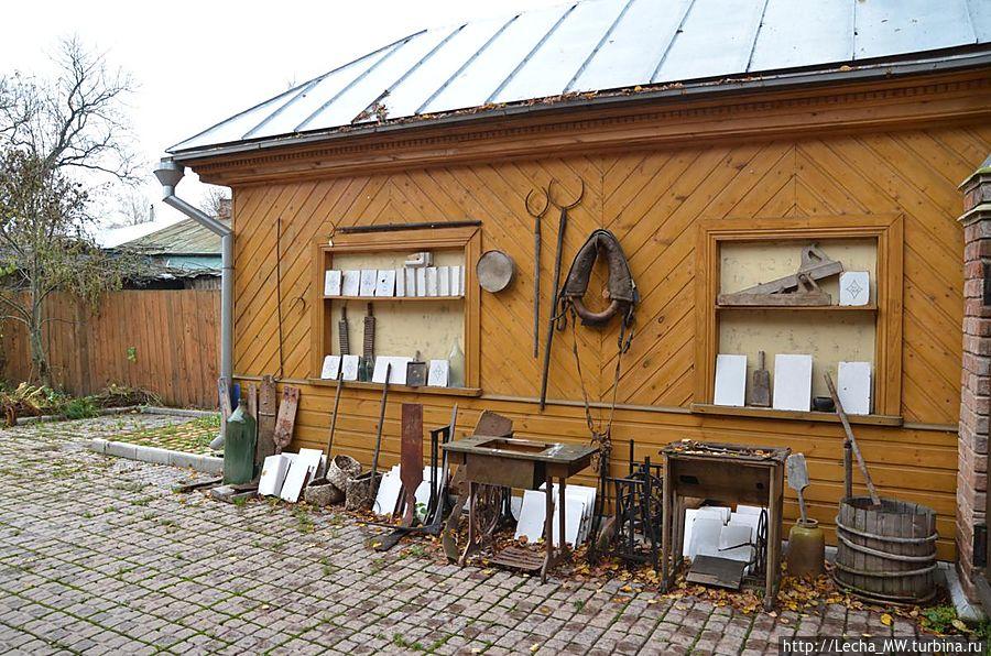 Выставка-продажа во дворе...