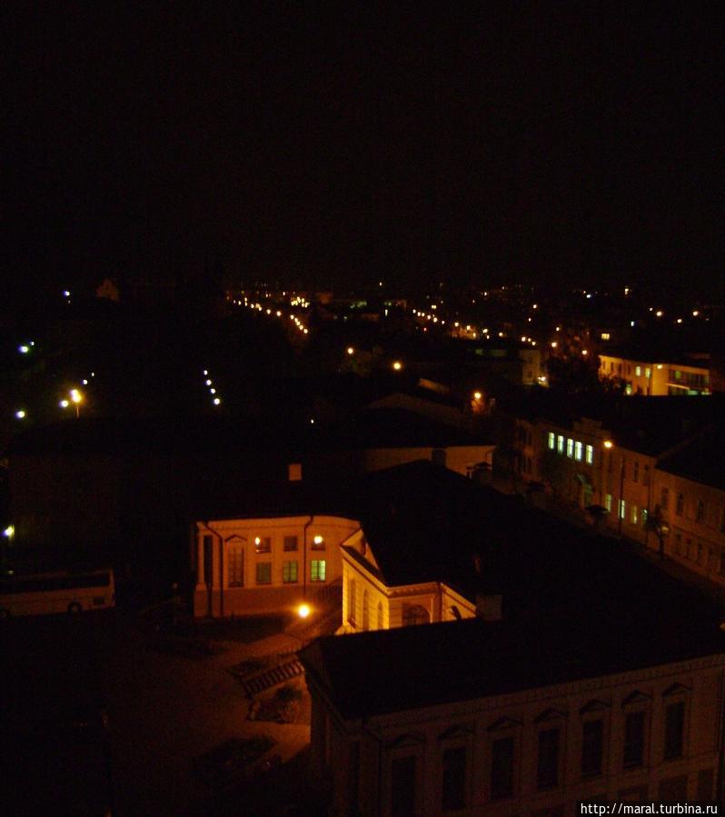 Вид из гостиничного номера на ночной Пинск
