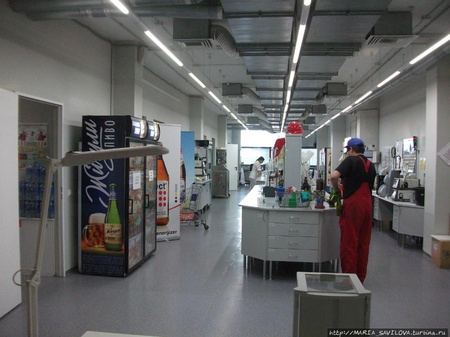 лаборатория, где проверяют пиво и хранят образцы в течении срока годности