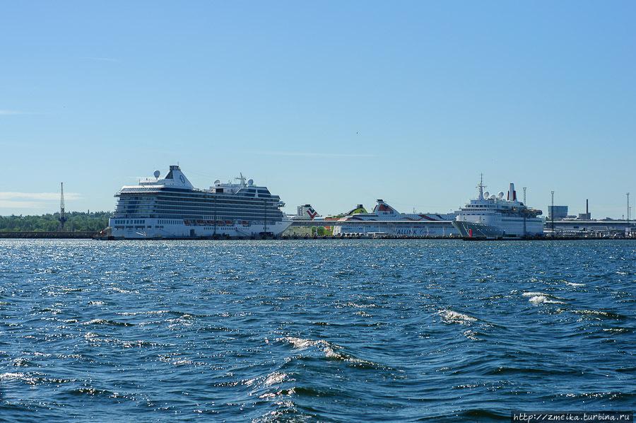 Порт. Здесь становится все больше огромных круизных лайнеров!