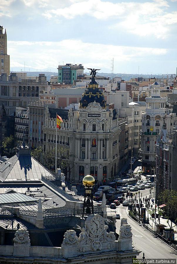 Вид со смотровой, угол улиц Алькала и Гран Виа