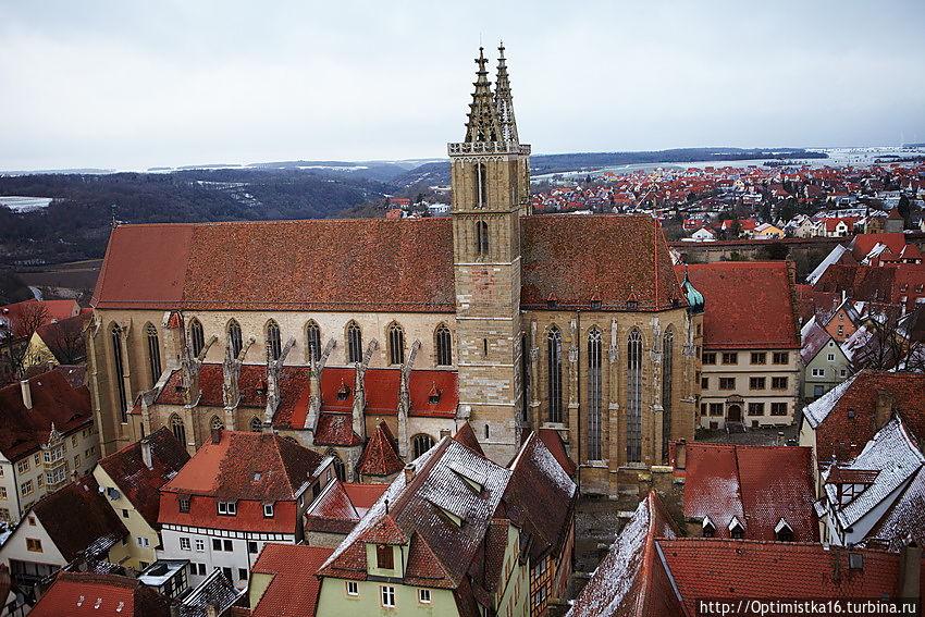Вид на церковь св. Якова с башни Ратуши (фото из интернета)