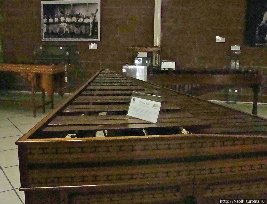 Мама Маримба — известный инструмент Давида Гомеса Солана, созданный в 1910 году. Это огромная маримба длиной 2,90 м, шириной 1,35 и высотой 1 метр. Маэстро Давида Гомеса Солан привез музыку Чьяпаса в Южную Америку, Карибы, США и Европу.