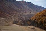 Слева — гора Белькенек, справа — Мажойский каскад