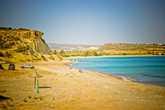 Опять же, если жаждите недалеко от Пафоса прокатиться на авто, вдоль живописных полей и садов Кипра, Миланда то, что вам надо. В награду получаете уединенное место, с чистым морем и живописными видами.