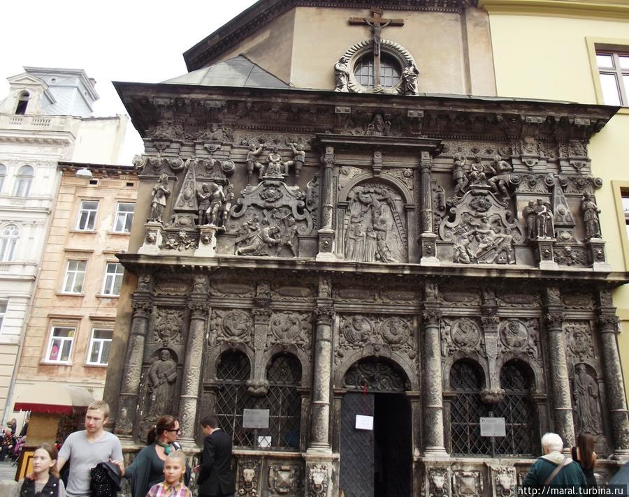 Часовня Боимов (1606-1615 гг.)_Западный фасад с каменным декором
