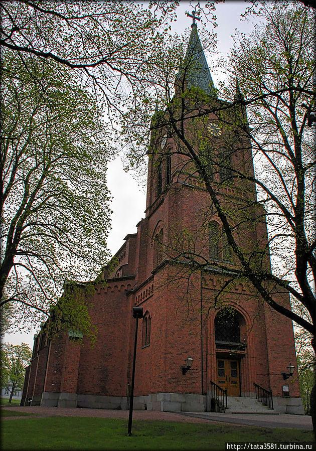 Новая церковь — главная городская церковь около рыночной площади Уусикаупунки, Финляндия