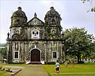 *Многие филиппинские городки на полуострове украшают церкви, построенные еще испанцами. Эта построена в 1882 году и многое повидала...