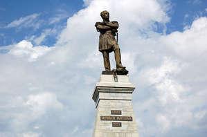 Памятник Муравьеву-Амурскому, крупный план