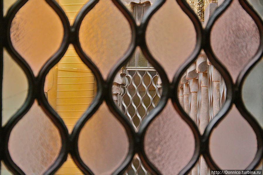 никаких ровных линий, или четких изображений, творчество Гауди сюрреалистично и метафорично