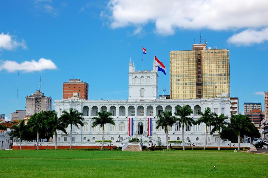 Дворец Лопеса, вид с президентской лужайки