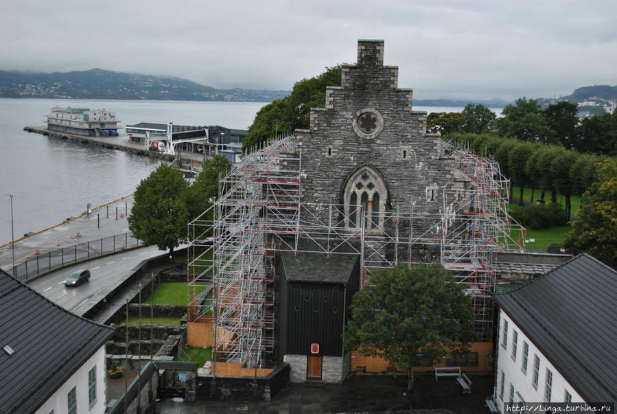 Еще одно знаковое для Бергена сооружение — Хоконсхаллен — сейчас на реконструкции.