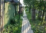 В городе на некоторых улицах сохранились деревяные тротуары, что конечно в наше время большая редкость, очень удобно, но без каблуков.