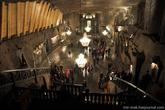 Часовня Святой Кинги – самое невероятное помещение в шахте Величка.  Возникла она в 1896 году, в камере, выдолбленной в глыбе зеленой соли. Ее размеры просто поражают: длина — 54 метра, ширина — 15-18 метров, высота — 10-12 метров, а сама она располагается на глубине 101-го метра.