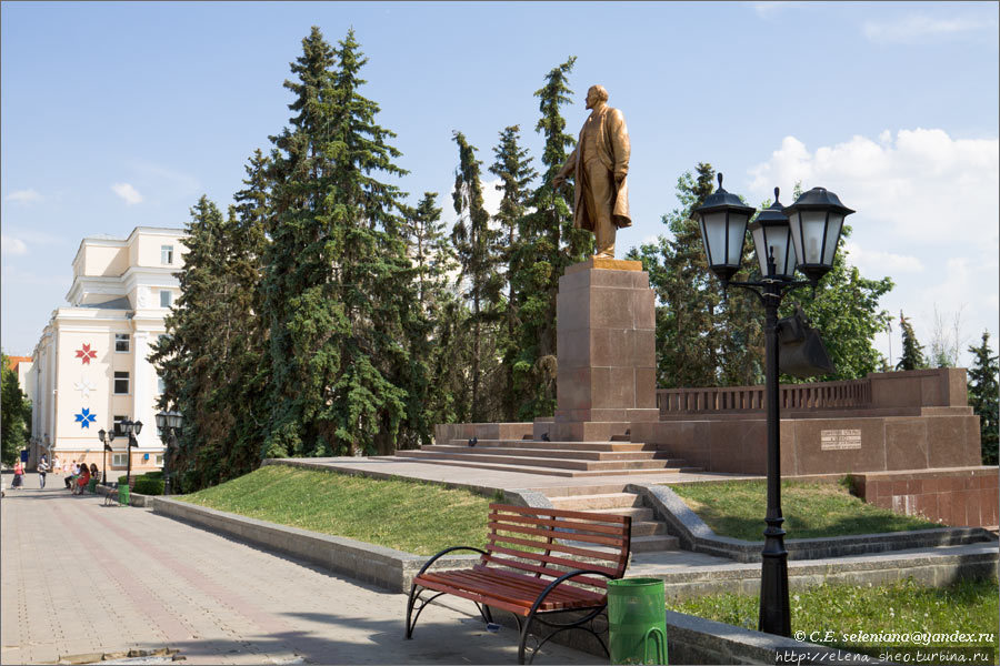 9.Ленинский сквер.