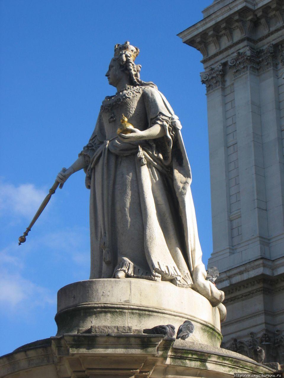 Памятник Королеве Анне ок