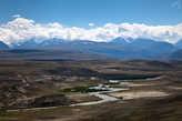 Долина мутного Чаган-Узуна и белые глины. Молочная река и суфлешные берега. И Южно-Чуйский хребет во всей красе.