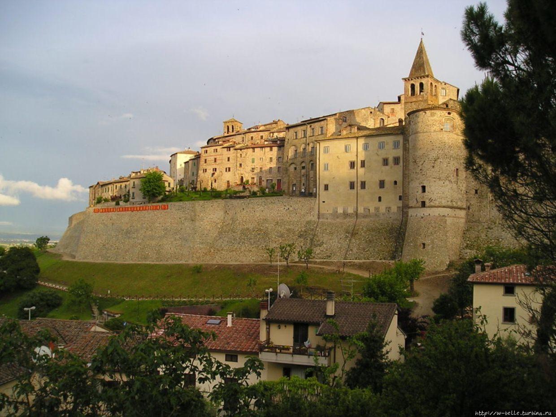 Крепостные стены борго Са