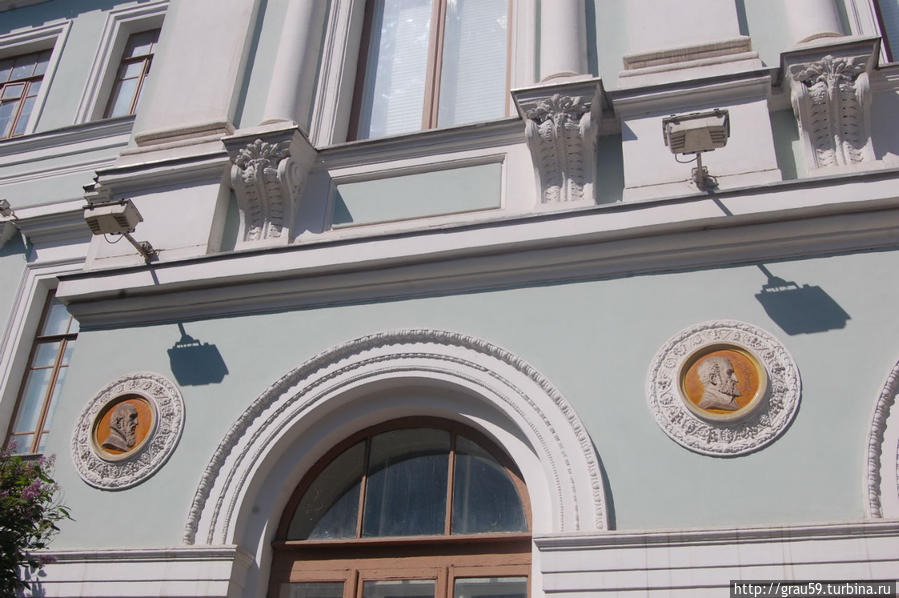 Главный дом ( 1730-е годы, 1780-е годы, 1840-е годы, 1890 годы, архитектор С.У.Соловьев)