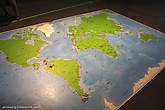 А чтобы в сознание приходящих сюда сразу попадали образы в масштабах мировых, континентальных форматов, здесь есть возможность потоптаться на карте Земли.