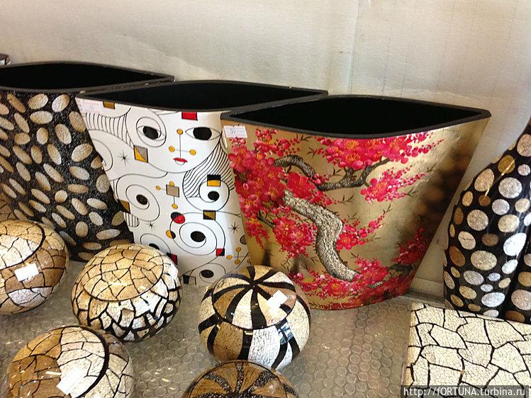 ваза с красными цветами н