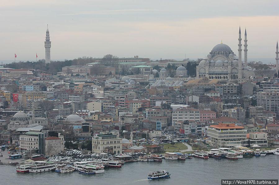 Вид на башню Биязет и мечеть Сулеймание.