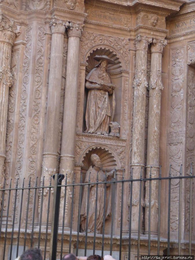 Собор. испанский святой в шляпе :)