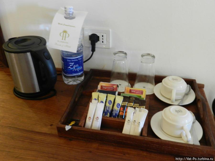 Чай, кофе, Фанта, Спрайт, Кола, Пиво в мини-баре бунгало пополняются регулярно и бесплатно.