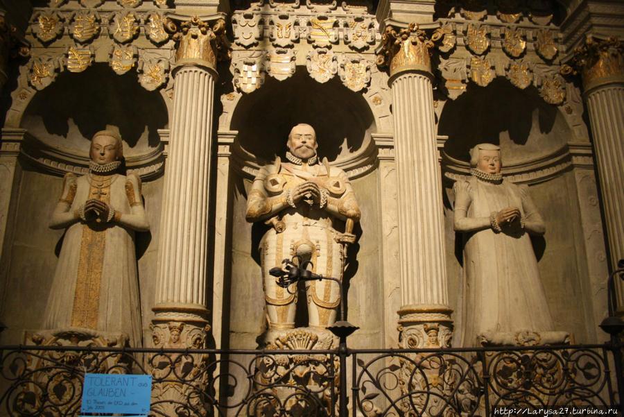 Надгробие графа Отто IV — отца Эрнста Шаумбургского
