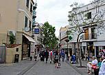 Так начинается Main Street, первые метры от центральной площади