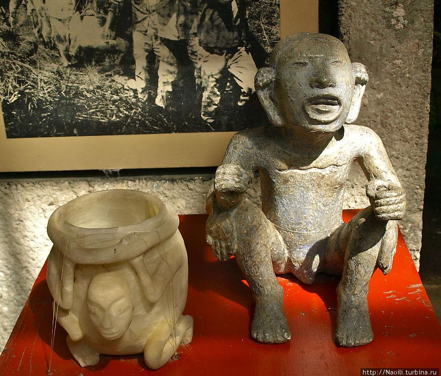 Бог Хипе-Тотек, бог весны и бурного роста, очень почитаемый у ацтеков и толтеков,  символизирует мужскую силу вселенной и пользуется вниманием совтеменных скульпторов.