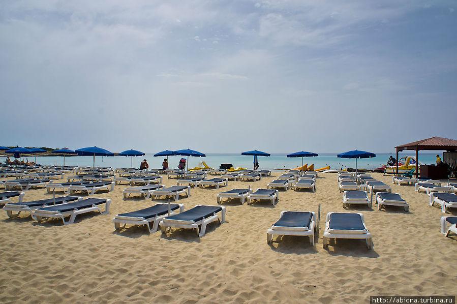 Светлый песок Айя-Напы