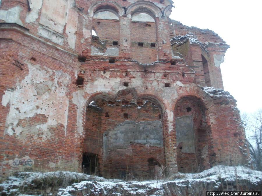 В домах, где раньше располагались клуб и музей, ныне развалины. Здание детской музыкальной школы ныне пустует, больницы не существует.