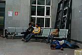 Монгольский провинциальный вокзал в городе Сайшанд, ночь. Обратите внимание на позу, в которой спит ребёнок слева на кадре. И так он спал несколько часов к ряду! =)