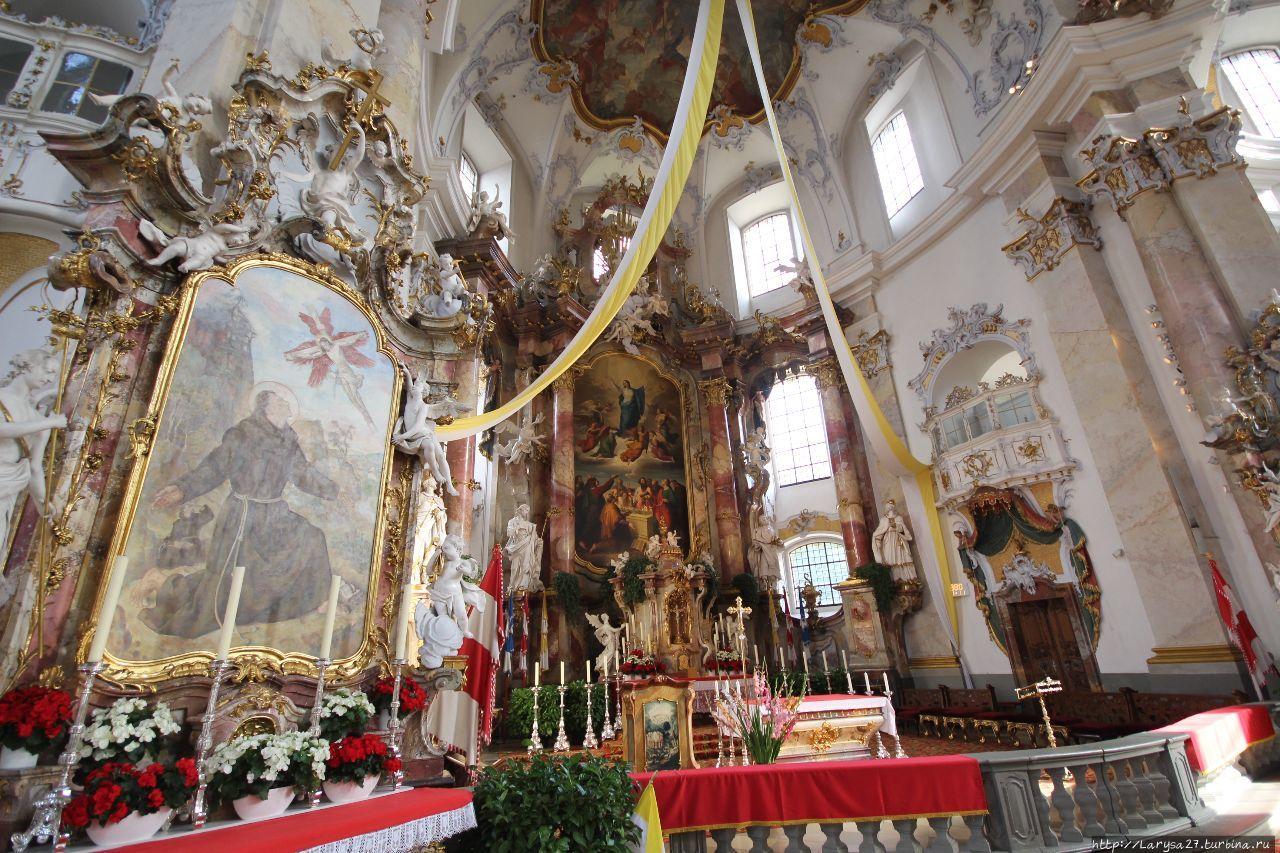 Алтарь Св. Франциска и гл