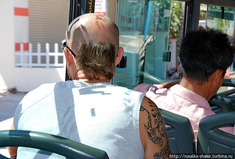 Турист в местном автобусе