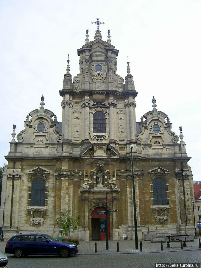Передний фасад церкви