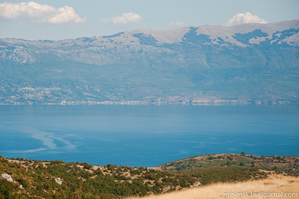 Посудите сами: потрясающей красоты высокие горы и густые леса, кристальные озера, 362 километра побережья Адриатического и Ионического морей, средиземноморский климат, чистейший воздух, неизменный балканский колорит, история, культура, вкуснейшая кухня – все это лишь поверхностное описание достоинств этой прекрасной страны. Тирана, Албания