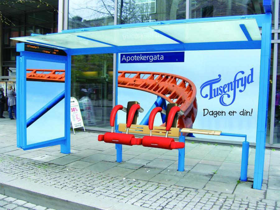Оригинальная реклама парка на автобусной остановке.