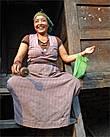 Есть в тамангских селениях женщины, которые и в холодную каменную избу войдут и яка на скаку остановят