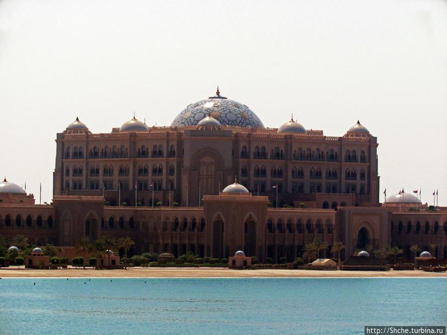 вид на отель-дворец