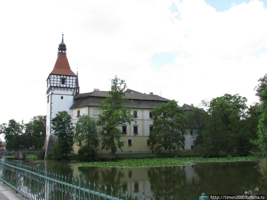 Интересные окрестности. Замок Блатна