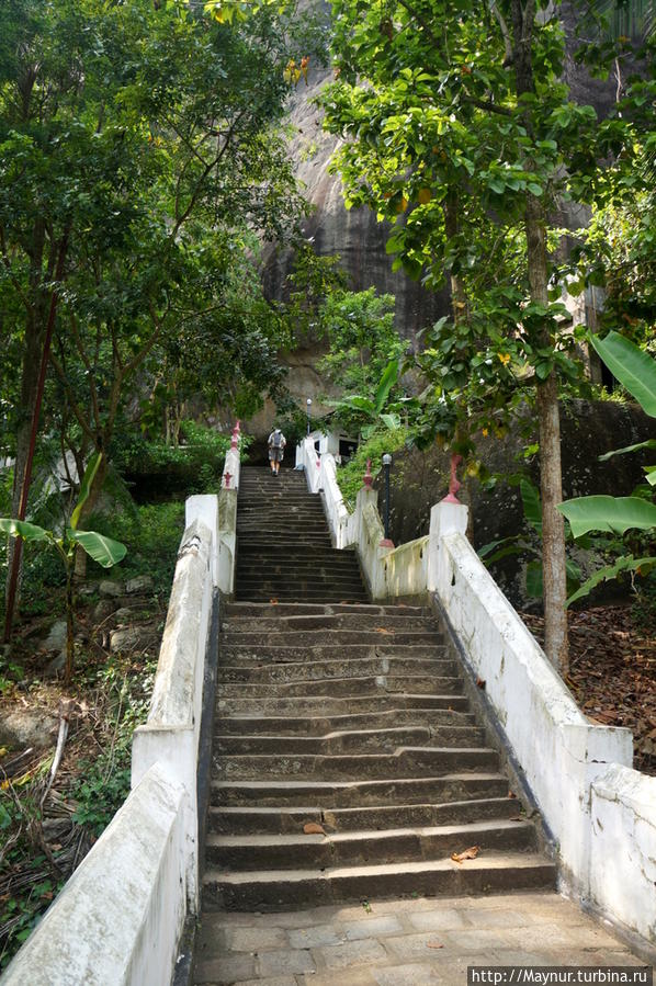 Лестница   на  нижний   уровень. Тангалла, Шри-Ланка