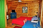 Такой вот гостиничный номер. Всё приличное, этническое, по Сербски оформлено, всё из дерева и под старьё.