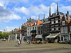 На Рыночной площади. На заднем плане шпили церкви Марии Йессе (Maria van Jessekerk)