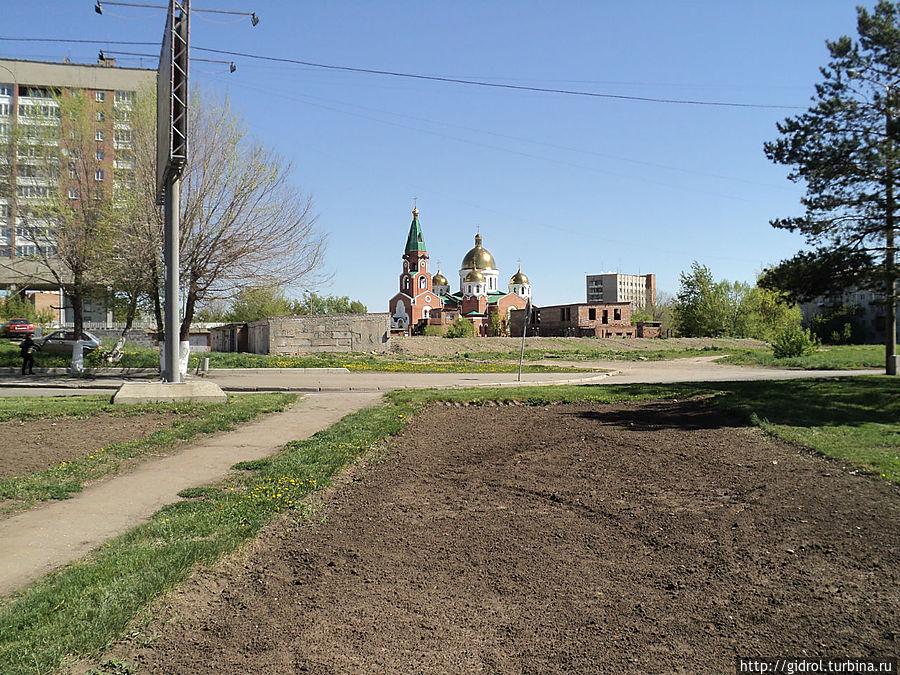 Собор Андрея Первозванного со стороны Иртыша (набережной).