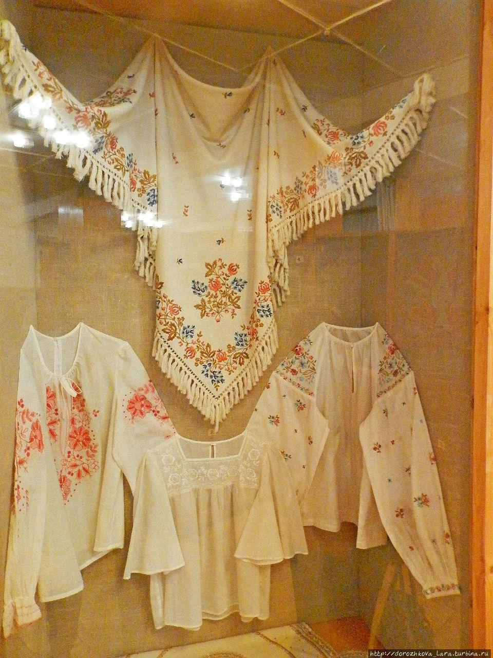 Одним из известных нижегородских промыслов является художественная вышивка. Она получила развитие в Нижнем Новгороде в 1933 году с созданием строчевышивальной фабрики «Юнона». Сохраняя древние традиции, фабрика и сегодня специализируется на разработке и выпуске женской одежды с элементами художественной вышивки.