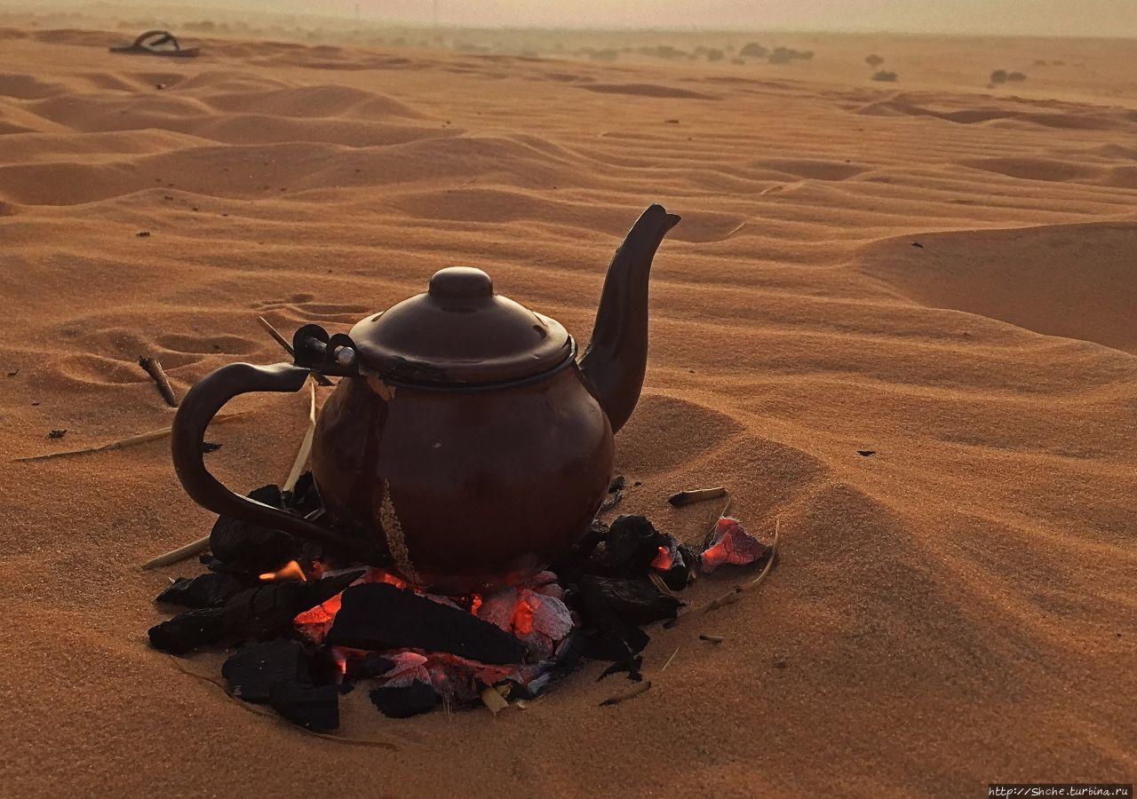 На песчаной дюне: закат и чай по-мавритански